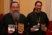 протоиерей Владимир Мальченко  справа иеромонах  Рафаил. Варницкая гимназия 2010 год