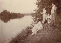 Рыбалка на реке Устье. Широкая и полноводная река Устье. Фото примерно 1910 года